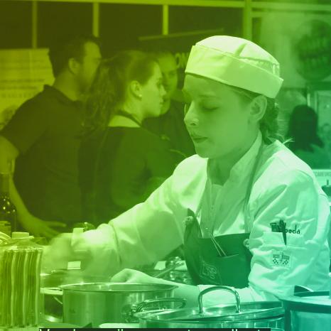 High impact teacher van 2018, neemt zijn studenten mee naar een kookwedstrijd.